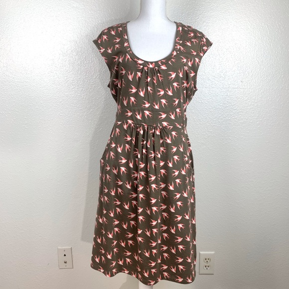 Boden Dresses & Skirts - Boden Scoop Neck Swallow Print Dress